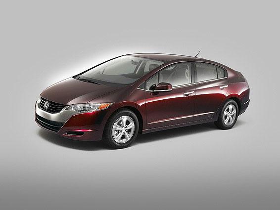 Honda představila zcela nový automobil FCX Clarity poháněný palivovými články