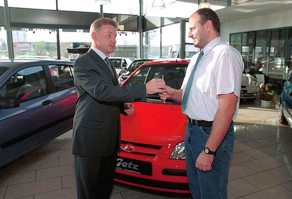Tři Hyundai Getz předány vítězům soutěže tankování u OMV