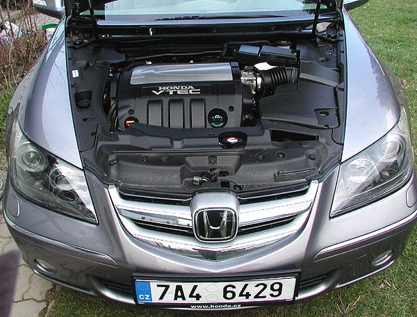 Reprezentační pětimístná Honda Legend vtestu redakce
