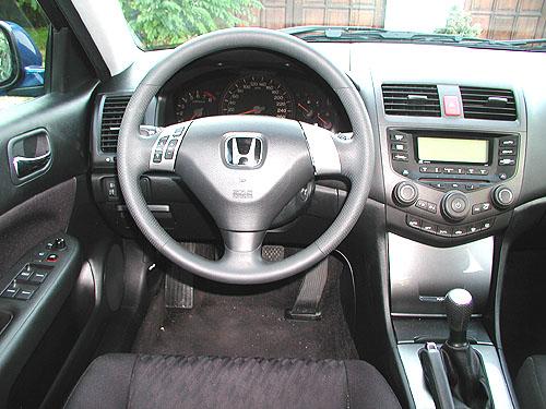 Honda Accord vprovedení sedan smotorem 2,0 l vtestu redakce