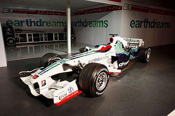 Tým Honda Racing F1 představuje nové auto RA108 a nový design