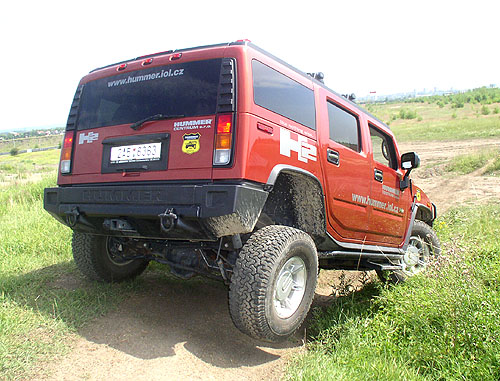 Pěti až šestimístný král terénu Hummer H2 v prodeji