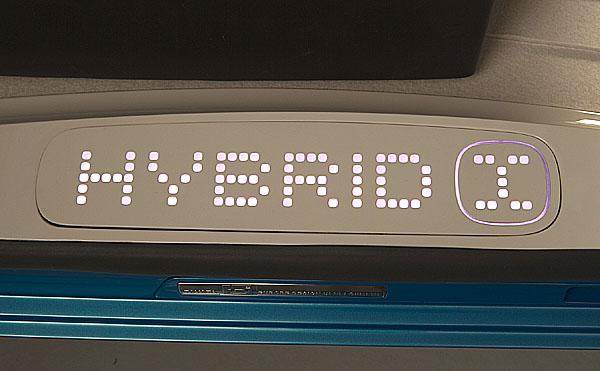 Světová premiéra konceptu Toyota Hybrid X na Autosalonu v Ženevě