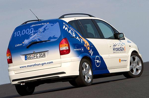 Opel HydroGen3 poháněný palivovými články projel celou Evropou