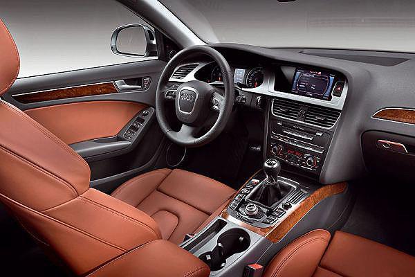 Nové Audi A4 Avant na probíhajícím mezinárodním autosalonu vŽenevě