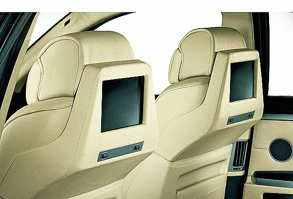 Infotainment na zadních sedadlech BMW.