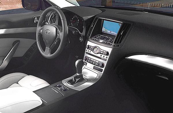 Cabriolet Infiniti G37 v evropské premiéře na 79. ženevském autosalonu