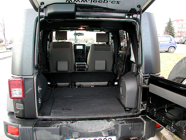 Pravý offroad Jeep Wrangel Rubicon vtestu redakce