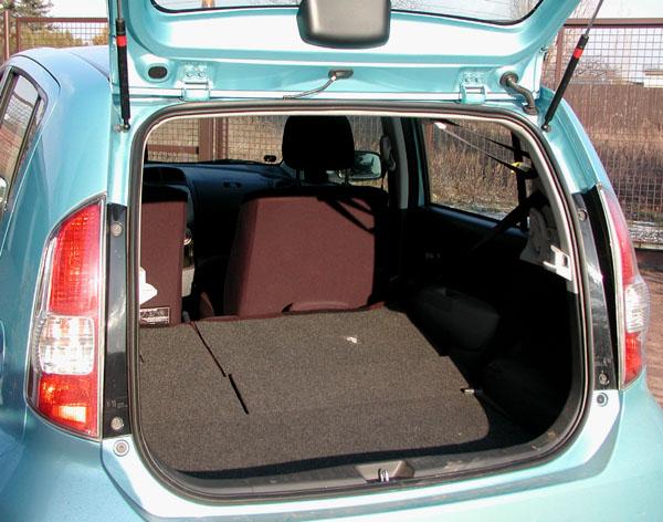 Pětisedadlové Subaru Justy vredakčním testu