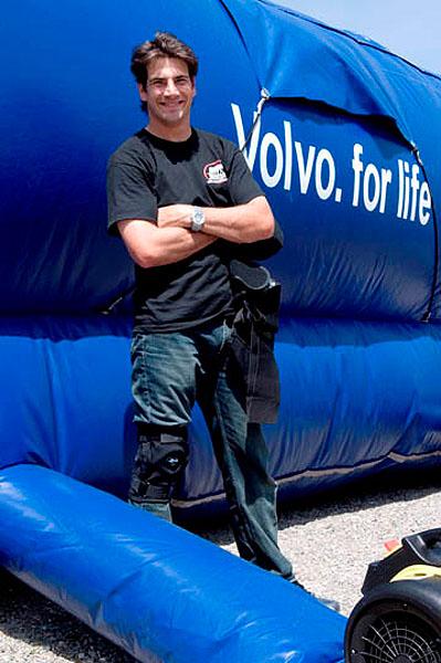Díky podpoře společnosti Volvo Cars dopadá kaskadér do měkkého