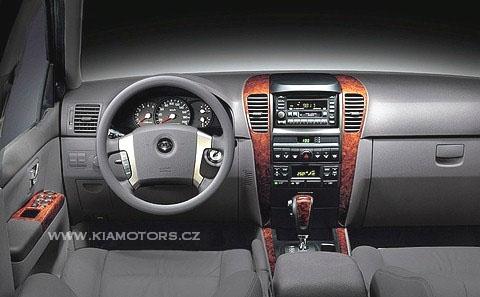 """Kia Sorento je nositelem výroční ceny britského 4x4 MAGAZINE: """"Automobil roku 2003"""""""