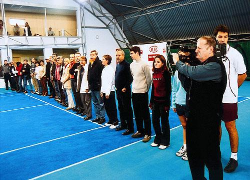 Kia pořádá mezinárodní tenisovou soutěž amatérských smíšených družstev