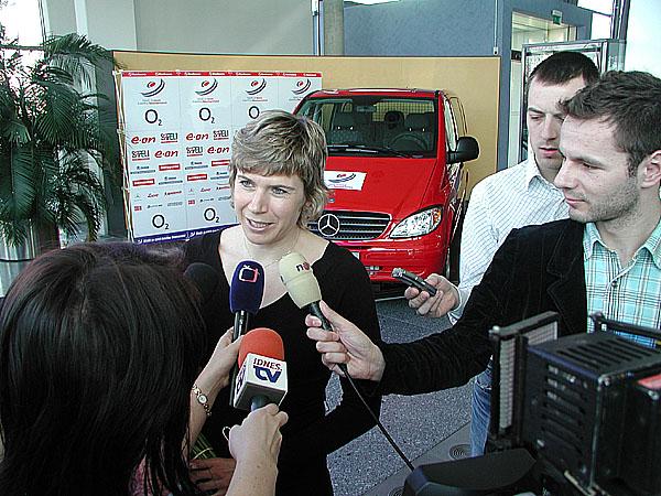 Kateřina Neumannová včera převzala Mercedes-Benz Vito 4x4 a Mercedes-Benz Třídy E