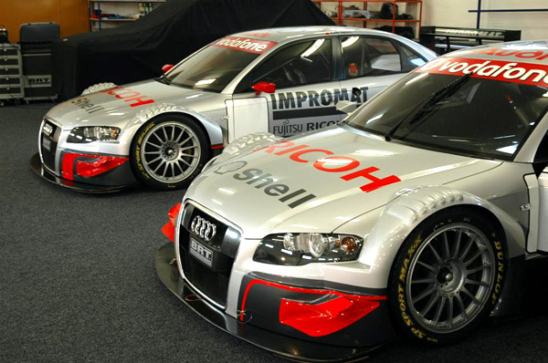 Fotografie z úterního křestu dvou vozů Audi týmu BRT pro nadcházející okruhovou sezonu roku 2008.