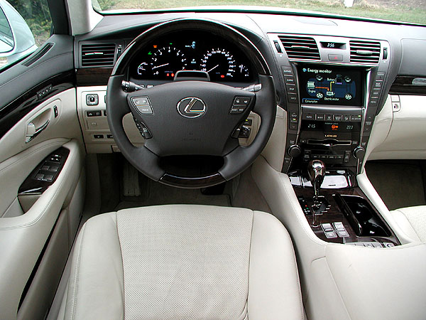 Hybridní sedan Lexus LS 600h L v testu redakce