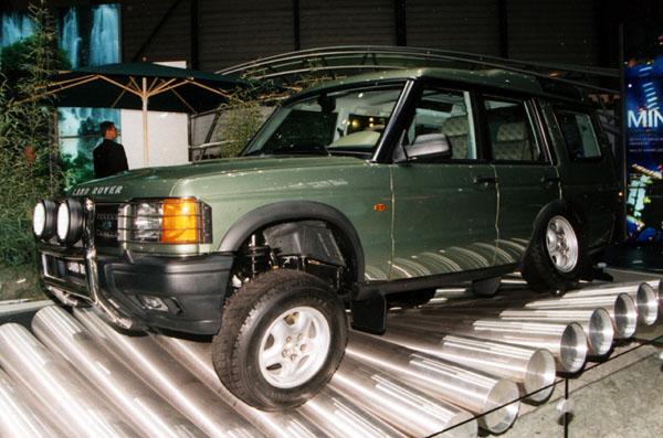 Ford podepsal definitivní smlouvu o koupi Land Roveru