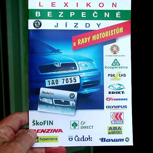 Bezpečnostní balíček pro motoristy obsahující mimo jiné vysoce účinný hasicí přístroj představen novinářům
