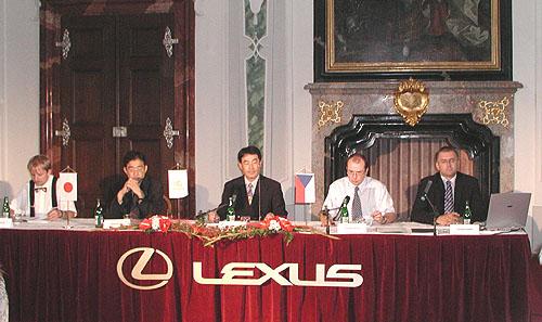 Nový Lexus RX300 sřadou technických novinek na náš trh