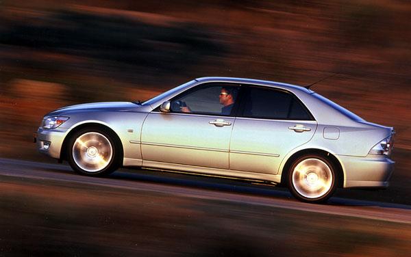 Lexus IS200 pro náročné Evropany