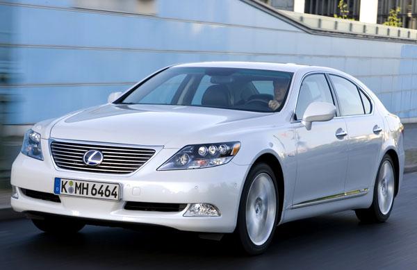 Značka Lexus vstoupí na konci srpna na český trh se svoji vlajkovou lodí – Lexus LS 600h – třetím představeným modelem shybridní technologií.