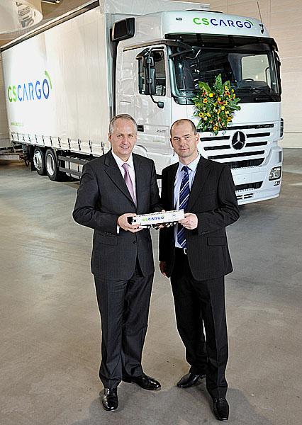 Významná zakázka na nákladní vozidla Mercedes-Benz zČeské republiky