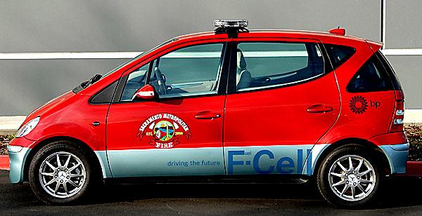 DaimlerChrysler postavil první hasičský speciál spohonem palivovými články