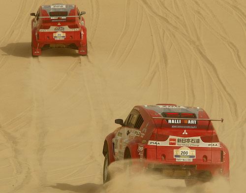 Mitsubishi po 11. etapě soutěže Dakar 2003 stále na prvním a druhém místě