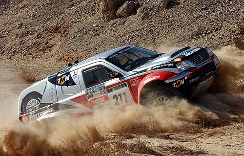 Mitsubishi po 15. etapě soutěže Dakar 2003 jsou stále na prvních pěti místech