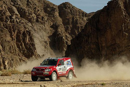 Mitsubishi po 16. etapě soutěže Dakar 2003 jsou stále na prvních pěti místech