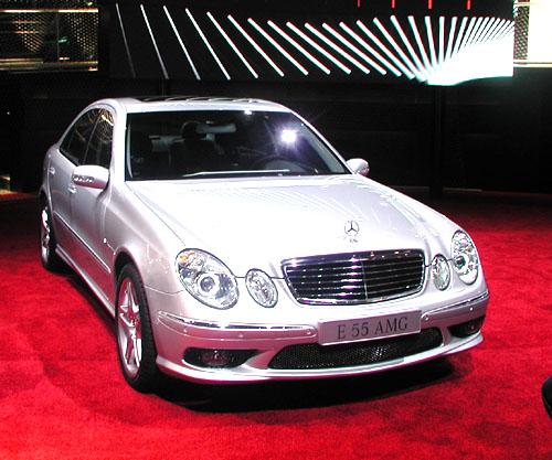 Projděme se spolu po expozici Mercedes-Benz na autosalonu, který byl zahájen vPaříži před čtyřmi dny – 28. září