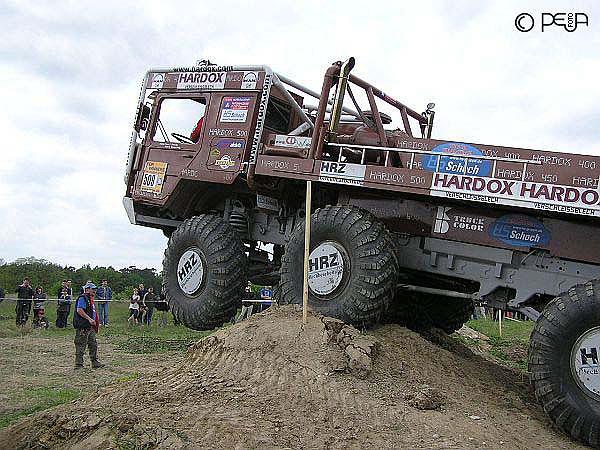 O víkendu se jel vMilovicích druhý závod Evropského šampionátu nákladních vozidel vterénu: Europa Truck Trial - ToiToi Cup 2004
