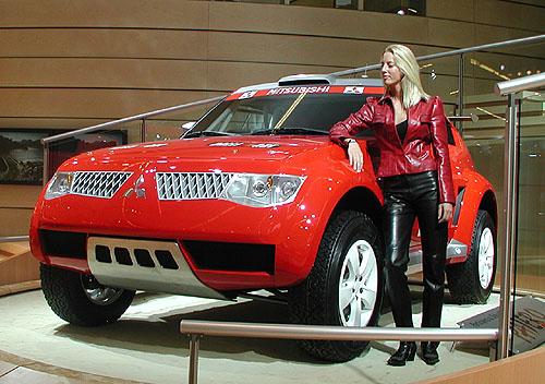 Mitsubishi Pajero Evolution '03 na startu UAE Desert Challenge ve dnech 29.10. - 2. 11. 2002