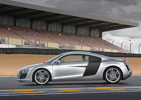 Supersportovní model Audi R8 ve světové premiéře na autosalonu v Paříži