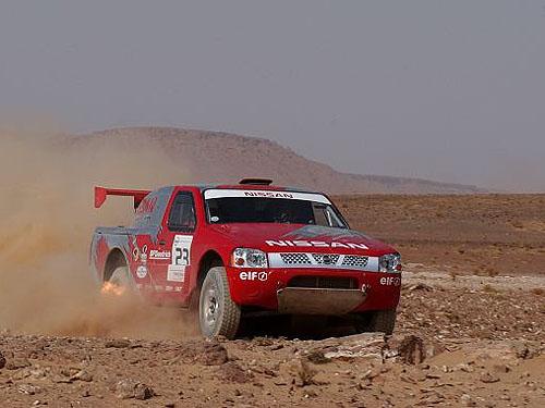 Nissan opět míří na Dakar