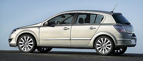 Opel Astra 2007 světová premiéra na autosalonu vitalské Boloni 7. až 17. prosince.
