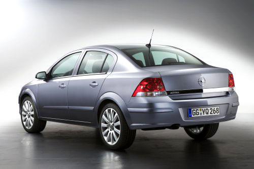 Modelová ofenzíva Opelu pokračuje kompaktním čtyřdveřovým sedanem Astra