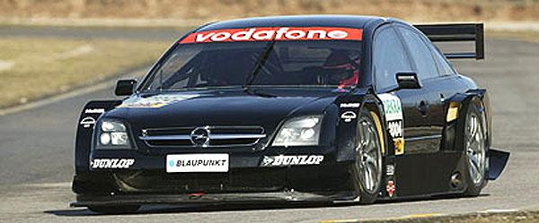 Opel zbrojí pro DTM 2004, které zahajuje 18. dubna na známém německém okruhu Hockenheimring