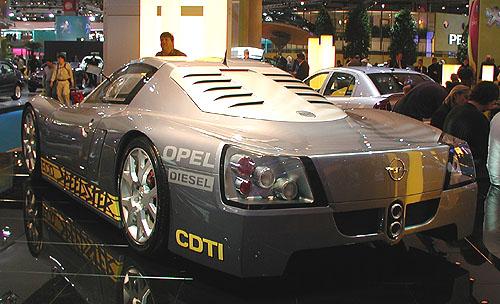 Světová premiéra pozoruhodného prototypu Opel Eco-Speedster na letošním autosalonu vPaříži