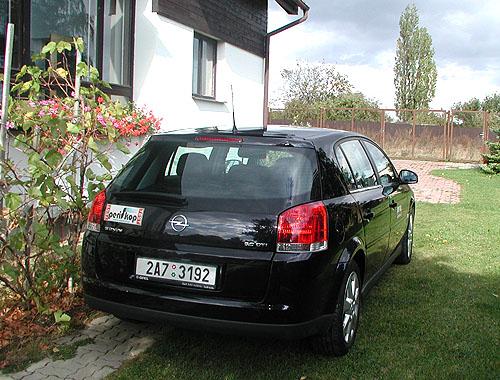 Opel Signum se šestiválcovým naftovým motorem 3,0 CDTI vtestu redakce