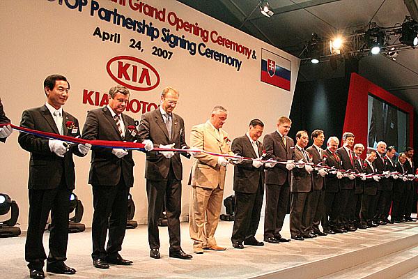 První výrobní závod Kia vEvropě byl slavnostně otevřen 24. dubna 2007