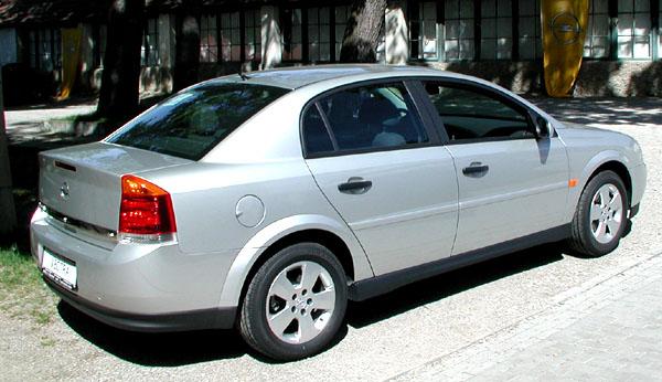 """Nový Opel Vectra vybojoval prestižní a uznávané ocenění pro nejlepší vůz střední třídy """"Zlatý volant 2002"""""""