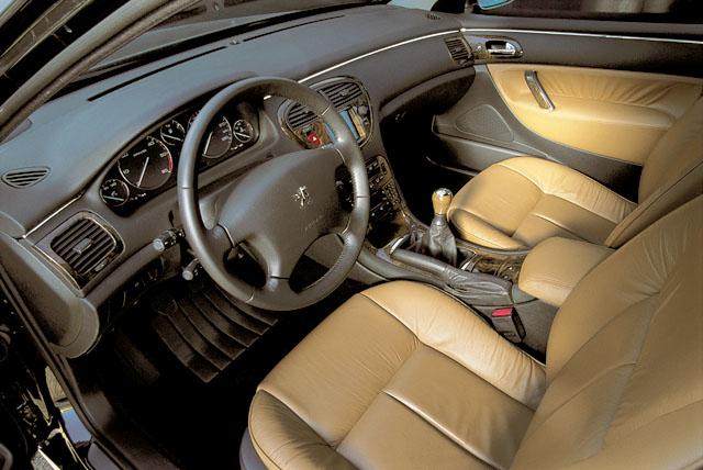 Luxusní Peugeot 607 vroce 2000 na náš trh