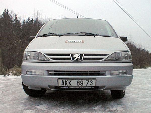 Jízda s Peugeotem 806 smotorem HDI je řidičským požitkem