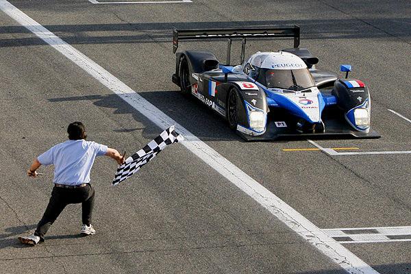 Peugeot na 24 hodin Le Mans obsadil druhé a třetí místo