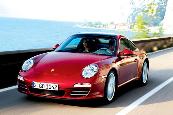Porsche 911 Targa smodernizovanou pohonnou soustavou, skleněnou střechou a výklopnou zádí