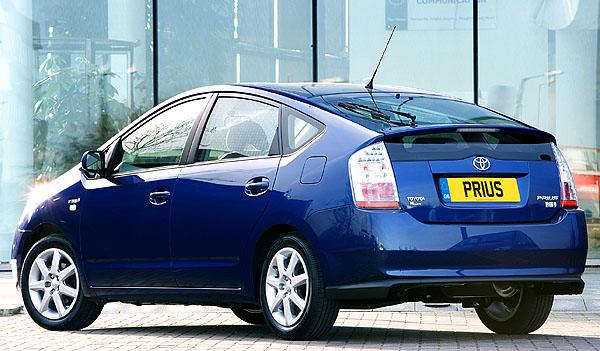 Toyota Prius vítězí vtestu ADAC EcoTest 2004