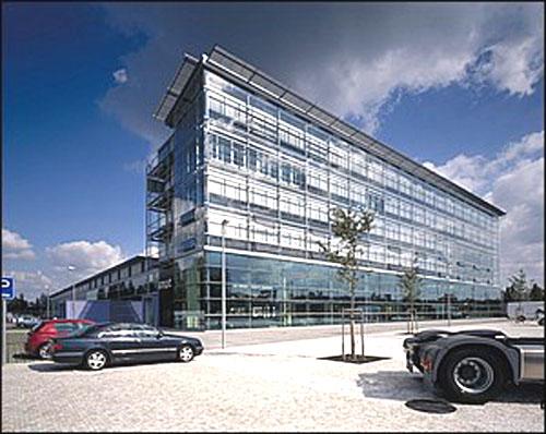 Nové prodejní a servisní centrum Mercedes-Benz v Praze 4 Chodově Daimlerově ulici otevřeno