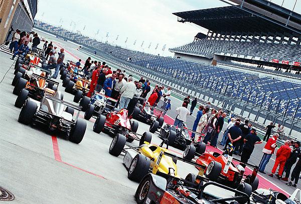 Stejně, jako vjiných letech, zavítá na naše závodní okruhy známá Interserie, kde se prohání formule i prototypy.