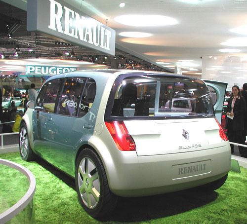 Projděme se spolu po expozicích Renault na autosalonu, který byl zahájen vPaříži před třemi dny – 28. září