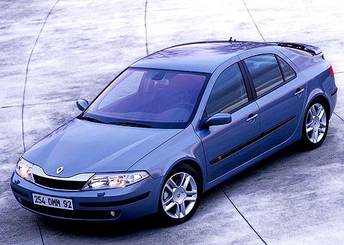 Renault LagunaII zvyšuje požitek z řízení užitím motoru 2.0 Turbo